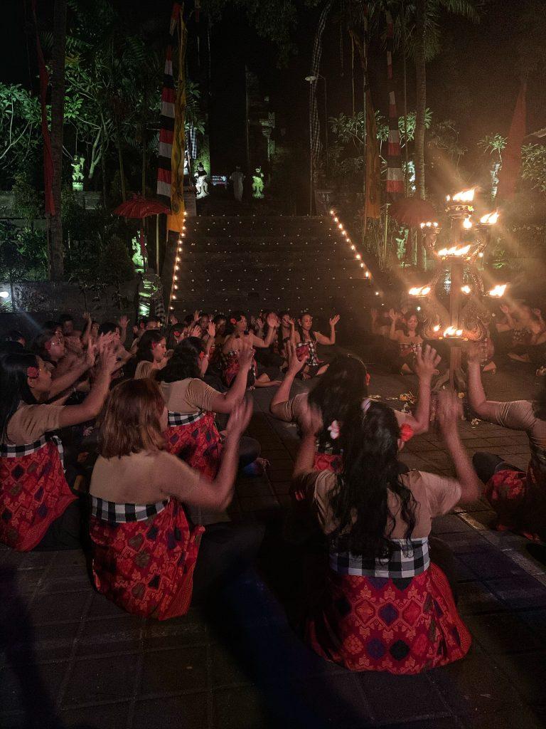 Women Kecak e Fire Dance